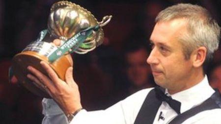 Bond lifting the trophy