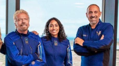 Sirisha-Bandla with her crewmates