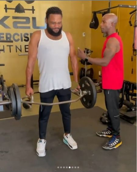 Anthony Anderson doing workouts with his personal trainer