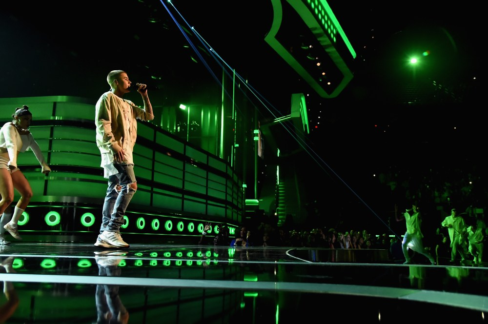 """2016 BILLBOARD MUSIC AWARDS - Theatre - The """"2016 Billboard Music Awards"""" broadcast airs live from T-Mobile Arena in Las Vegas on Sunday, May 22, at 8:00 p.m. EDT / 5:00 p.m. PDT on ABC. (Photo by Jeff KravitzGetty Images via ABC) JUSTIN BIEBER"""