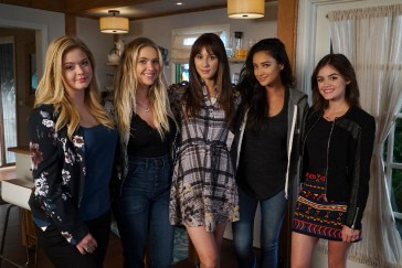 SASHA PIETERSE, ASHLEY BENSON, TROIAN BELLISARIO, SHAY MITCHELL, LUCY HALE