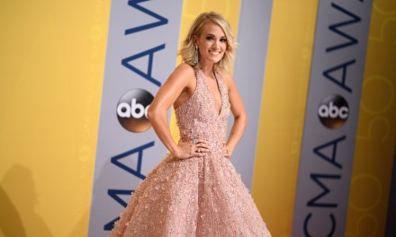 Carrie Underwood to Present at the 74th Annual Golden Globe Awards this Sunday