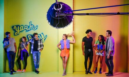 "Kelsea Ballerini Takes Us Back to the 90s with ""Yeah Boy"" Music Video – Watch"