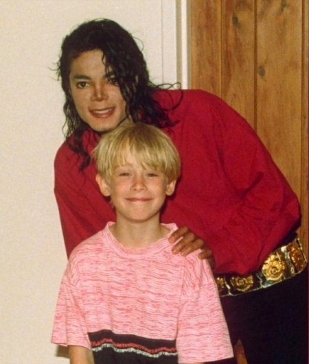 Michael Jackson with a young Macaulay Culkin. Culkin has a huge net worth for his fortune.