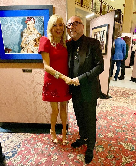 Sutton Stracke hand-in-hand with Dolce & Gabbana's Domenico Dolce in an art gallery.