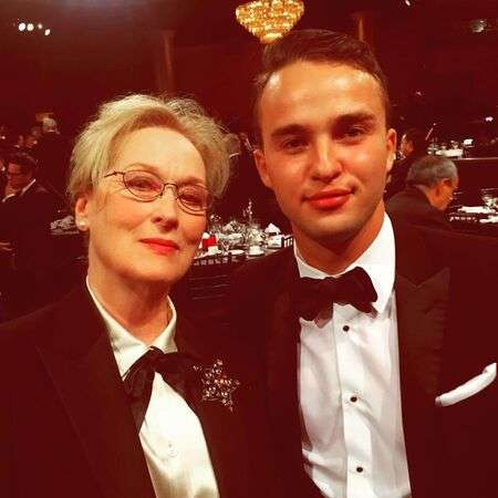'See' star Mojean Aria with Meryl Streep at an award ceremony.