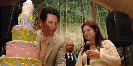 Alex Guarnaschelli and Brandon Clark got married in 2007.