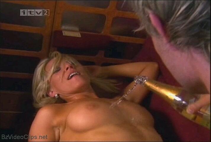 Zoe Lucker  nackt
