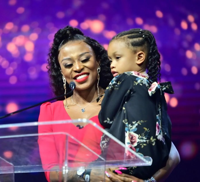 DJs don't bath mama – Kairo Forbes exposes DJ Zinhle and colleagues: Video