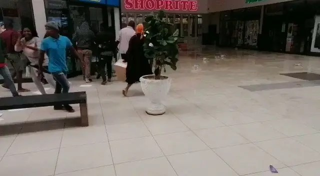Video: Looters slip after Shoprite employees pour cooking oil in front of the store