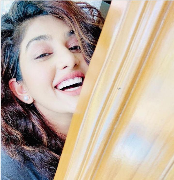 isha-chhabra-mastram-actress