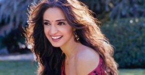 Sanaya Irani Height, Age, Wiki, Biography, Husband, Family, Facts