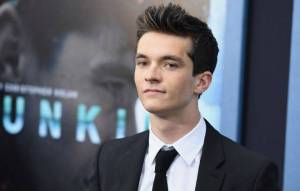 Fionn Whitehead Height, Weight, Age, Wiki, Biography, Net Worth, Facts