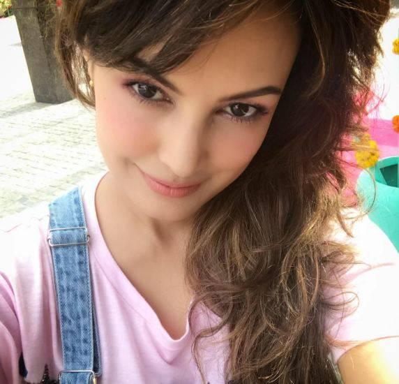 Nisha Rawal Height, Age, Weight, Wiki, Biography, Husband, Profile