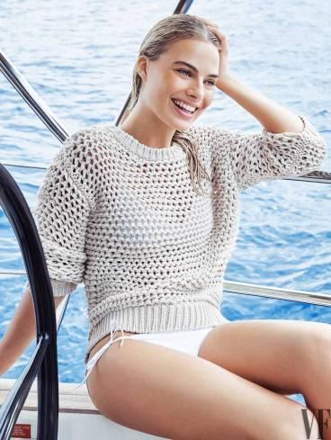 Margot Robbie in summer dress