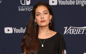 Alexa Davalos Lifestyle, Wiki, Net Worth, Income, Salary, House, Cars, Favorites, Affairs, Awards, Family, Facts & Biography