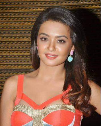 Surveen Chawla Contact Address, Phone Number, House Address, Email Id