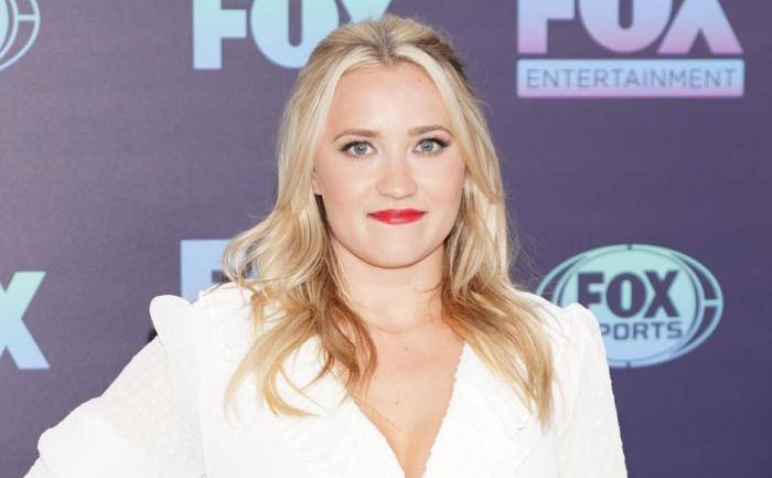 Emily Osment Lifestyle, Wiki, Net Worth, Income, Salary, House, Cars, Favorites, Affairs, Awards, Family, Facts & Biography