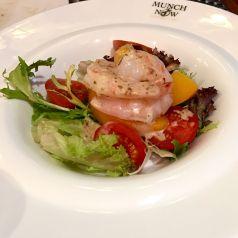 Peach Prawn Salad