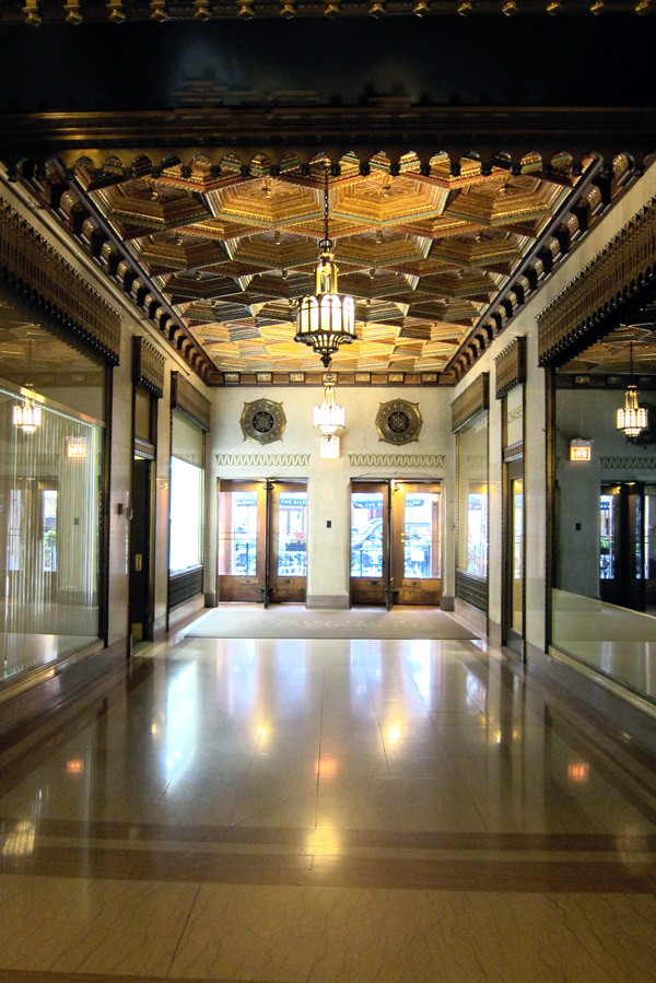 Interior hallway of Chicago's Pittsfield Building, © 2013 Celia Her City