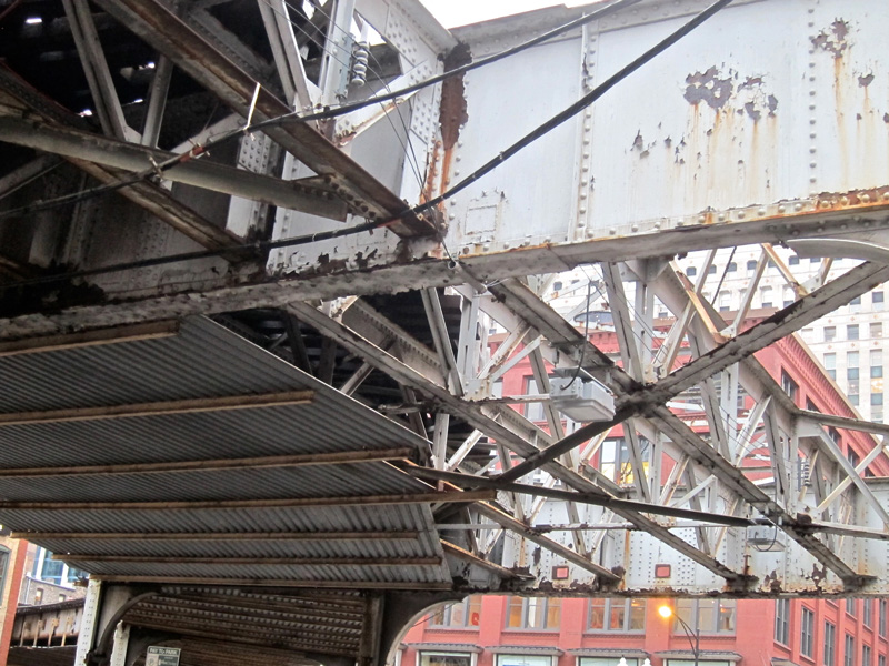 The underside of the el rusts and curves just north of the Merchandise Mart in Chicago.