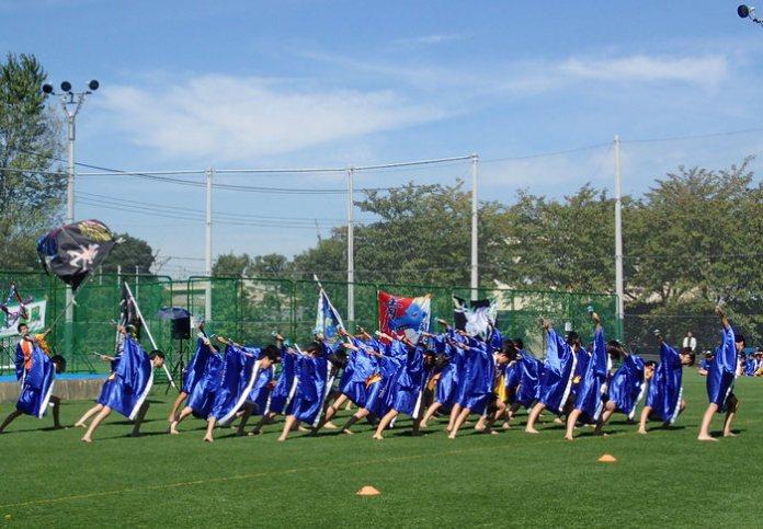 All junior high classes perform the 'yosakoi'