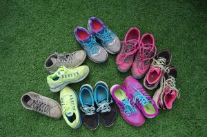 Håndball sko på gressmatta. Dugnads-glede !