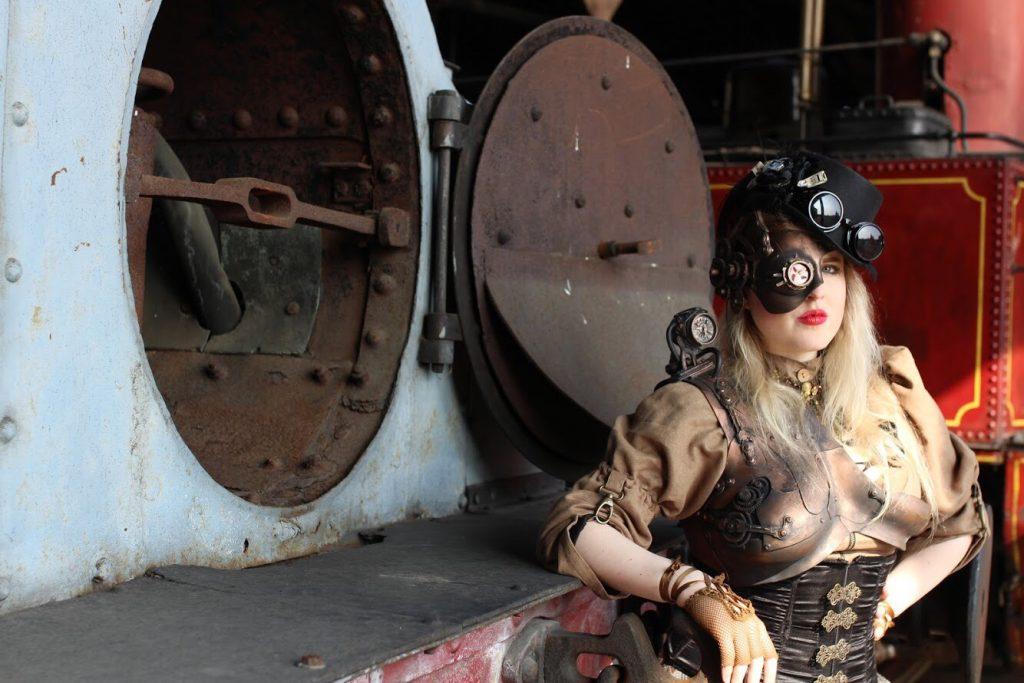 Train steampunk femme