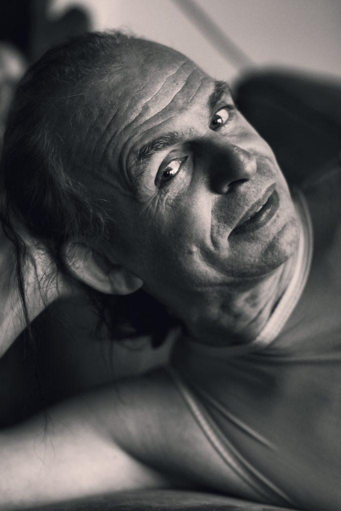 Shooting modèle homme portrait photothérapie
