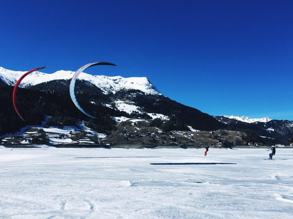Snowkiten am Reschensee