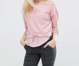 http://www.asos.fr/only-play/only-play-sweat-shirt-court-rose/prd/7386984?iid=7386984&clr=Zphyr&SearchQuery=Only&pgesize=36&pge=1&totalstyles=294&gridsize=3&gridrow=1&gridcolumn=1