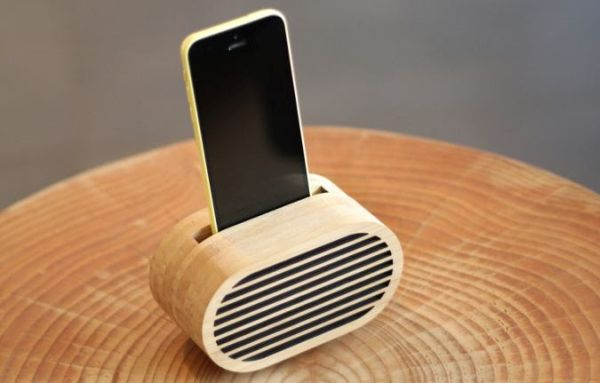 Amplio Bamboo iPhone Amplifier Inspired by Retro Radios
