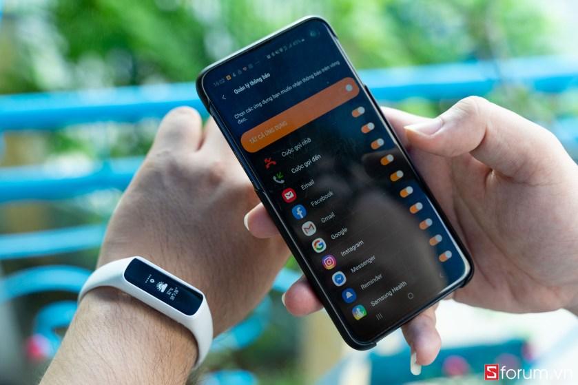 Sforum - Trang thông tin công nghệ mới nhất tren-tay-samsung-galaxy-fit-e-8 Trên tay Samsung Galaxy Fit E: Thiết kế nhỏ gọn, trẻ trung, có cảm biến nhịp tim, giá 990K