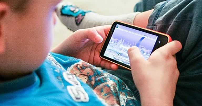 Sforum - Trang thông tin công nghệ mới nhất Apple-gioi-han-theo-doi-face Với iOS 13, Apple sẽ giới hạn khả năng theo dõi của bên thứ 3 trên các ứng dụng cho trẻ em