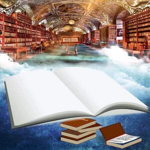 Es una biblioteca y al frente esta un libros abierto en blanco y otros cerrados