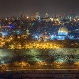 Es una foto de Jerusalen de noche