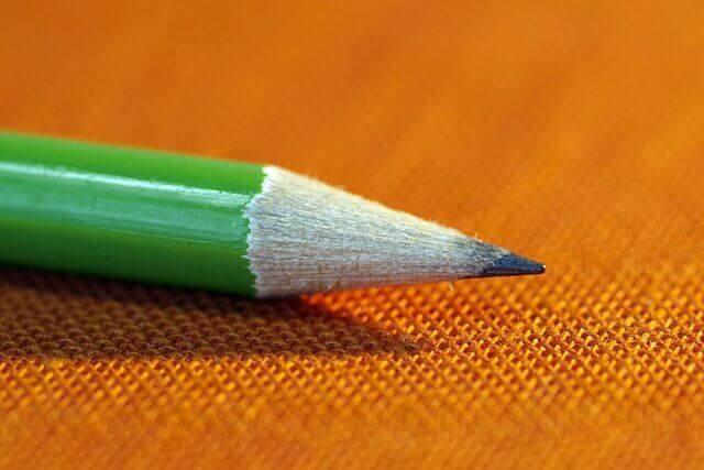 Es una punta de lapiz color verde