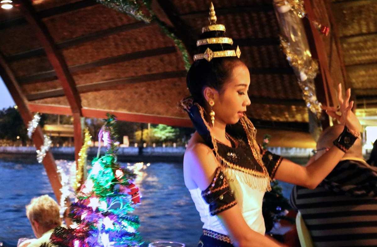 thai dancer loy nava dinner cruise