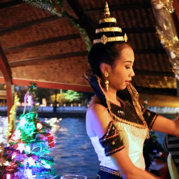 thai dancer loy nava dinner cruise