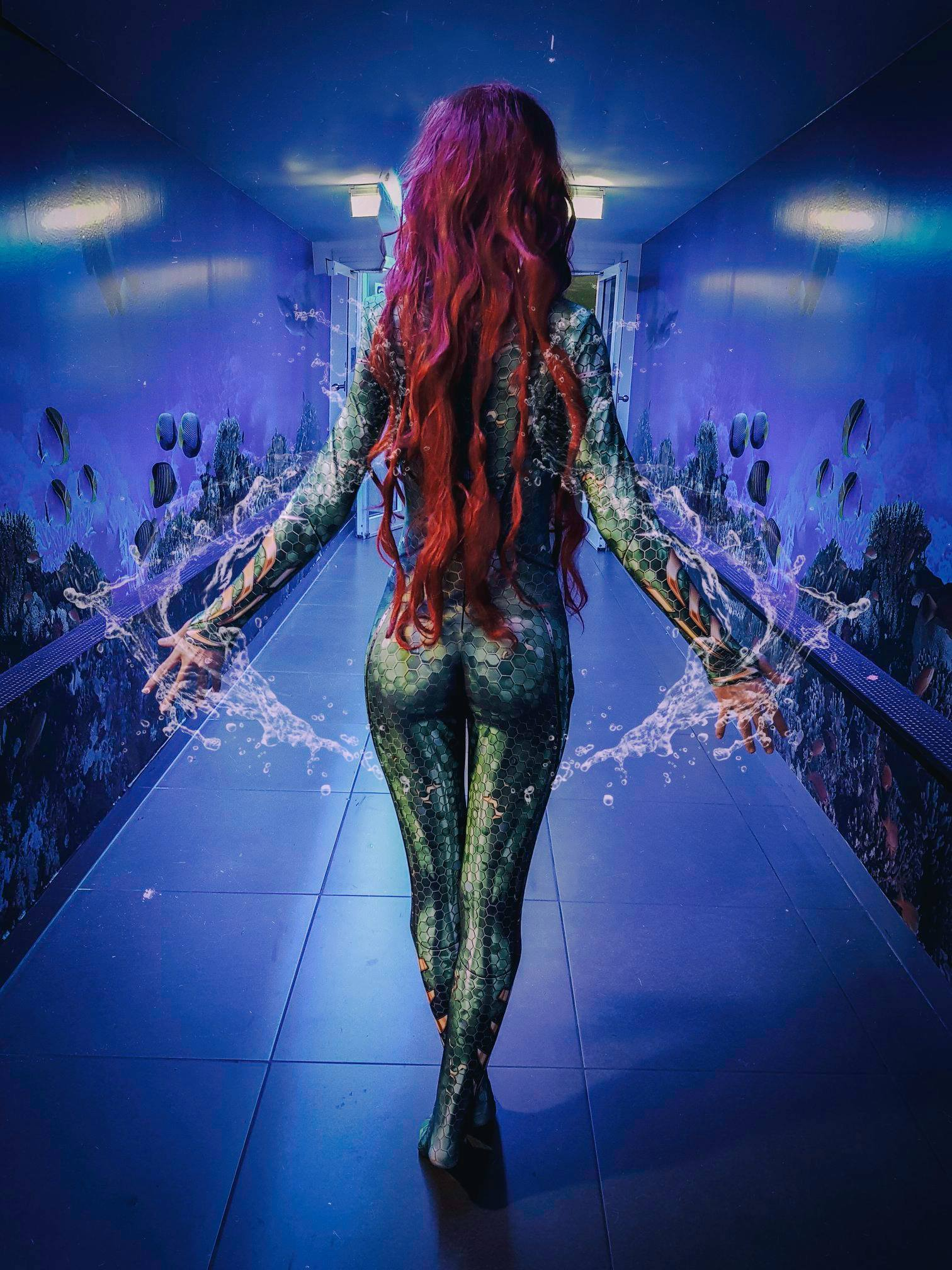 Mera with water hands
