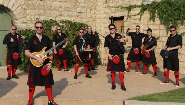 Red Hot Chilli Pipers – We Will Rock You & Eye of the Tiger