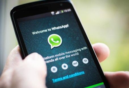 Resultado de imagem para whatsapp no celular