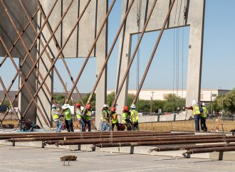 Graycor Raises First Massive Panels at TEN Distribution Center