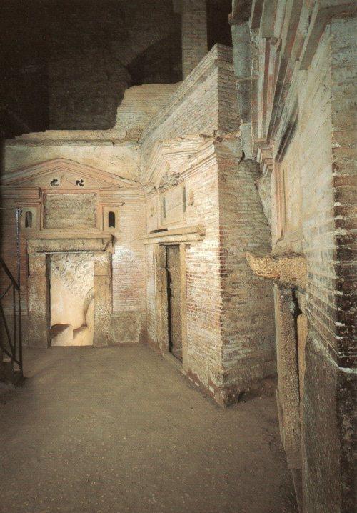 Sebastian tombs001
