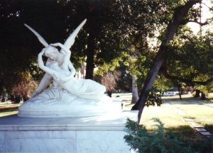Eros and Psyche in Hollywood Forever, photo by Loren Rhoads