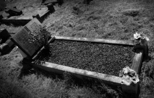 Nan Grave - Stephen Roberts.jpg