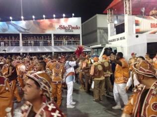 Intérpretes da Dragões da Real no Desfile das Campeãs (2017) - Foto de Cassius S. Abreu