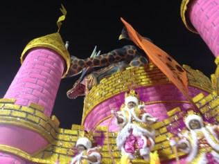 Detalhe da segunda alegoria do Rosas de Ouro no Desfile das Campeãs (2017) - Foto de Cassius S. Abreu