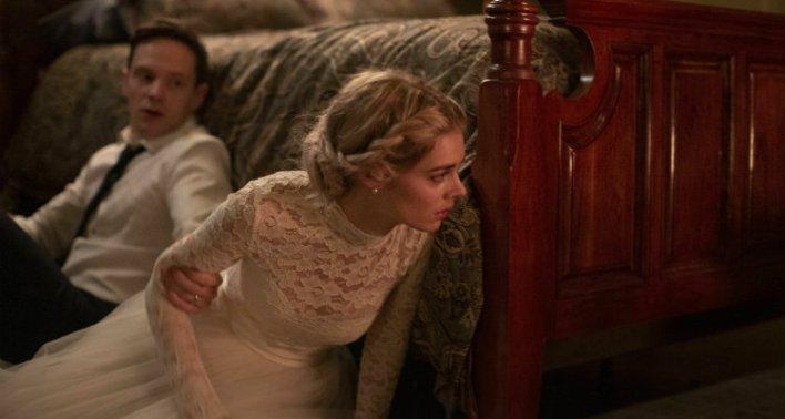 Samara Weaving e Mark O'Brien em Casamento Sangrento (Ready or Not, 2019)