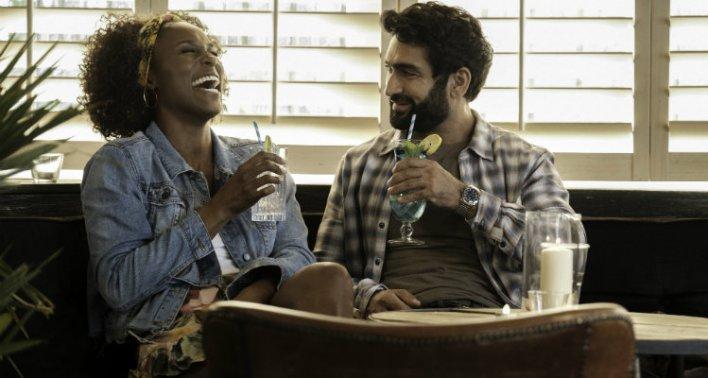 Issa Rae e Kumail Nanjiani em Um Crime para Dois (The Lovebirds), 2020